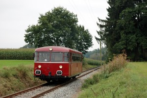 Schienenbus zwischen Edling und Brandstätt