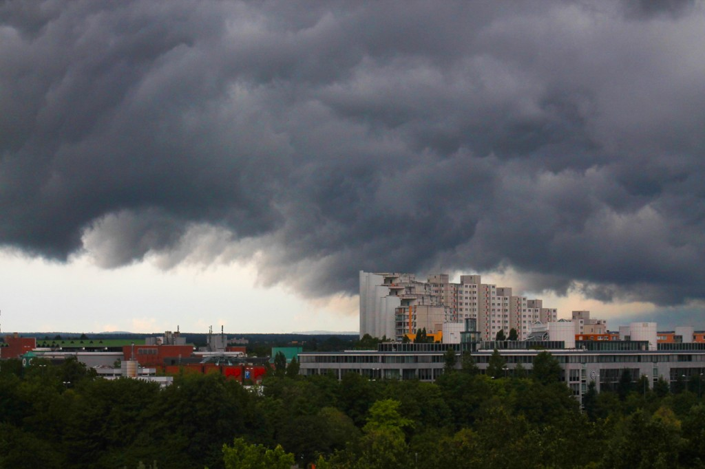 Dunkle Wolken über dem Wohnring
