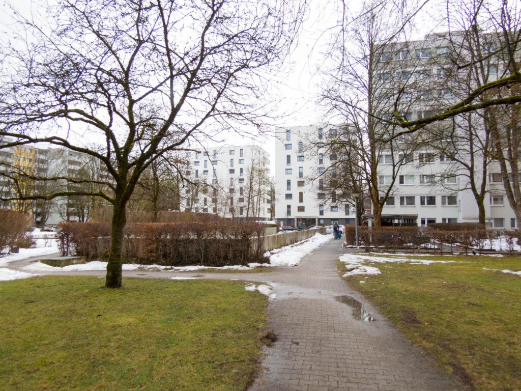 Rechte Tiefgarage Nawiaskystraße