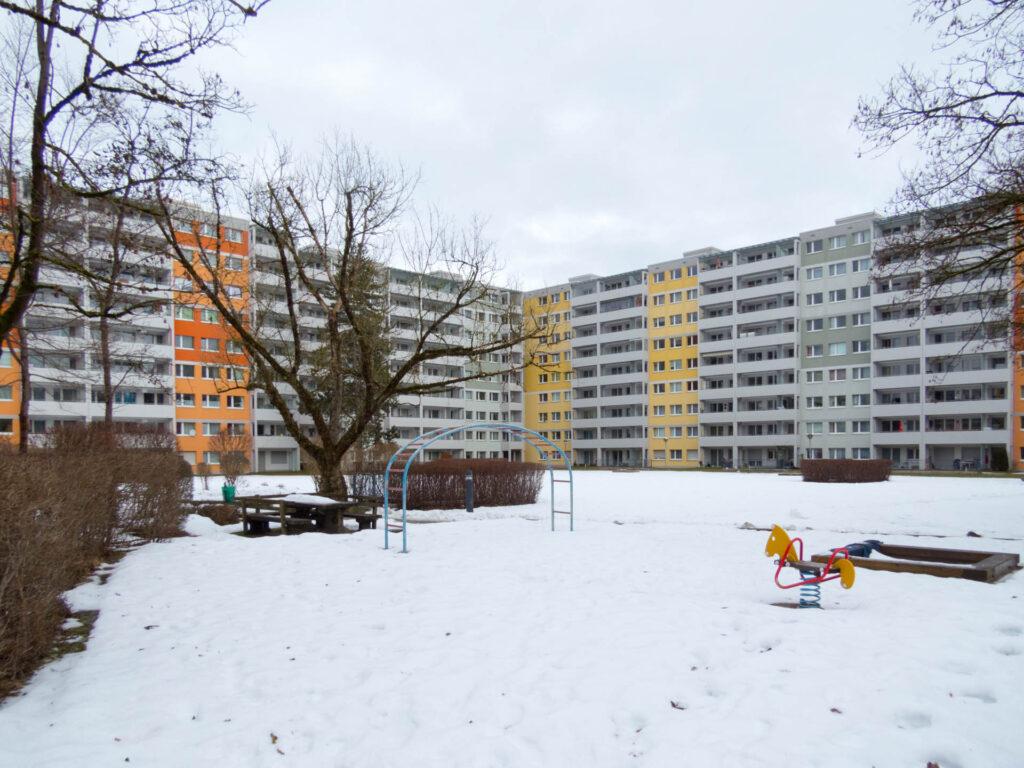 Nawiaskystraße, Spielplatz nahe Tiefgarageneinfahrt