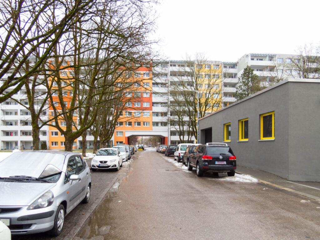 Nawiaskystraße, Blick Richtung Lidl und Quiddestraße