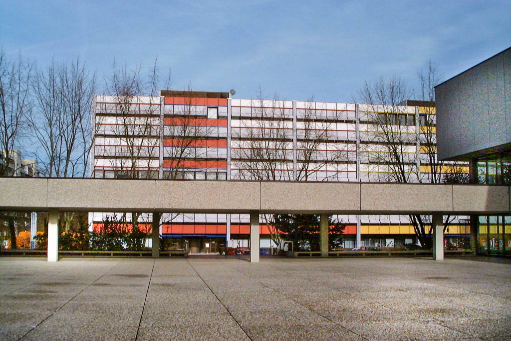Plett-Zentrum / Bürohaus Albert-Schweitzer-Straße