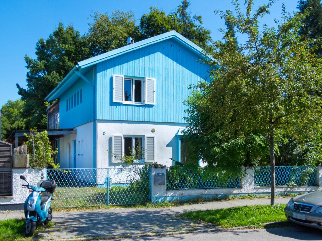 Himmelblaues Haus